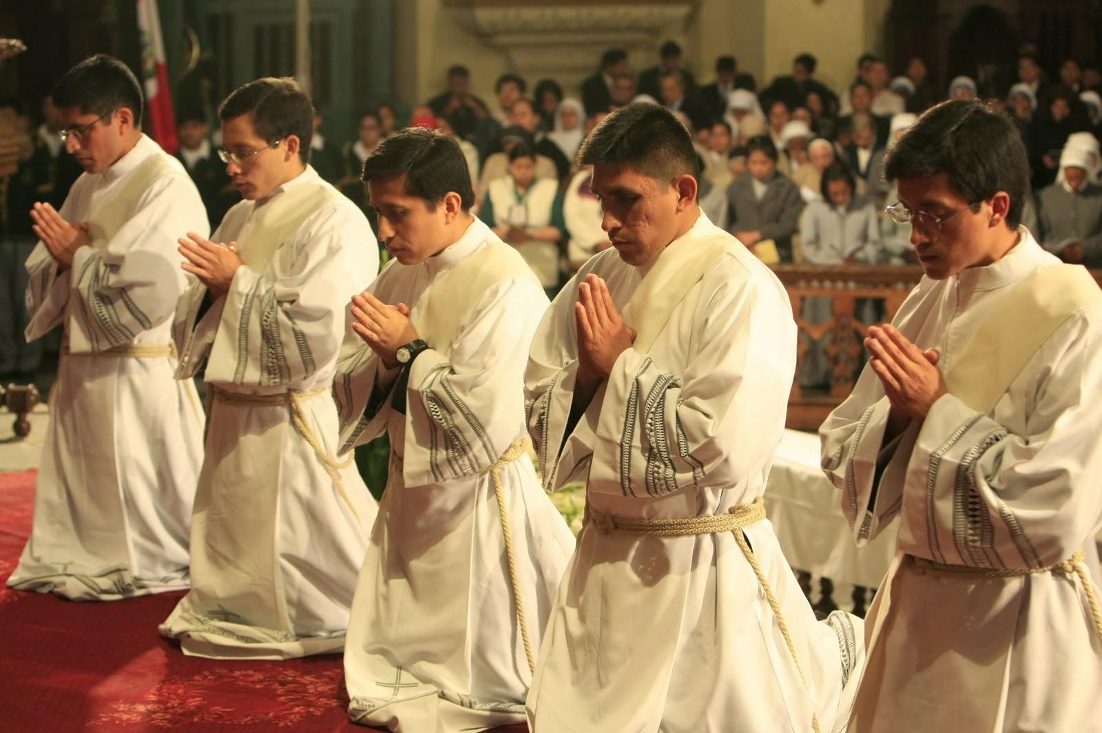Bogotá Se Necesita Sacerdotes: La